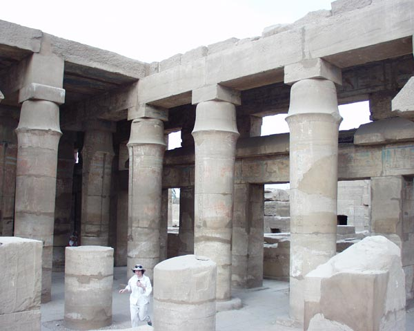 http://travel.helpix.ru/our/2005-egypt/karnak-fallos.jpg
