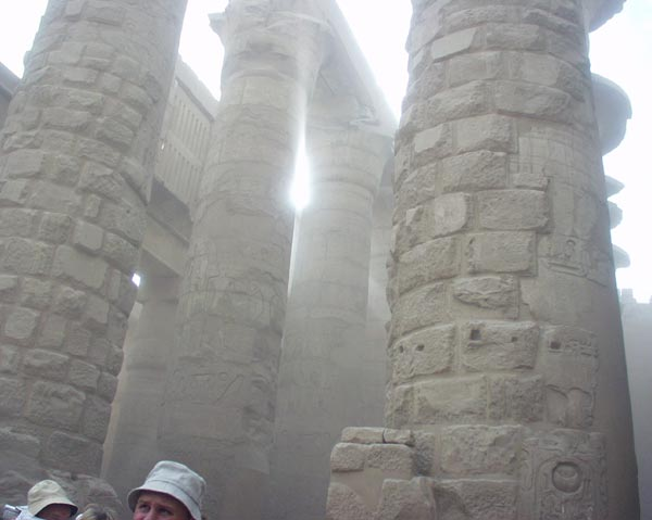 http://travel.helpix.ru/our/2005-egypt/karnak-storm.jpg